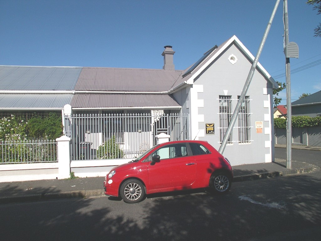 2 Robins Road, Observatory